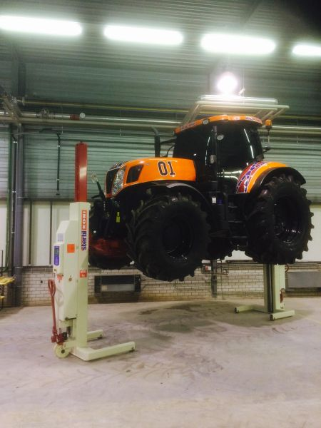 Tractor ridicat cu doua coloane mobile